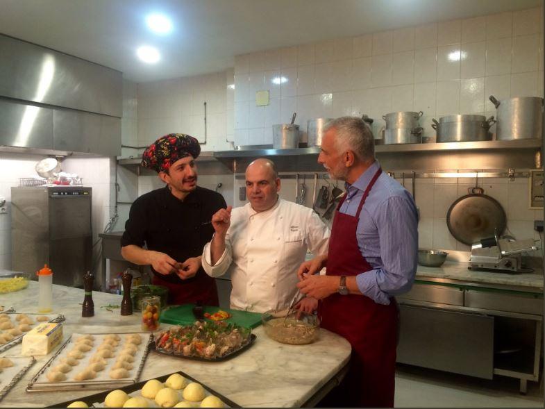 Los chefs y el Embajador